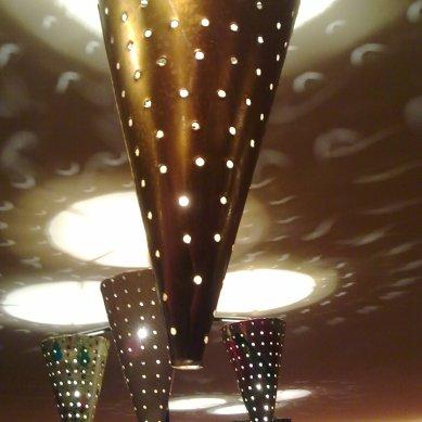 Detalhe da luminária de lata