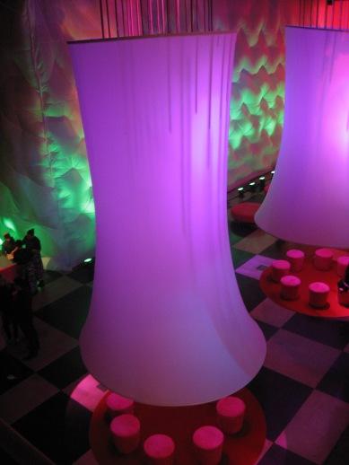 Detalhe luminárias e painel inflável