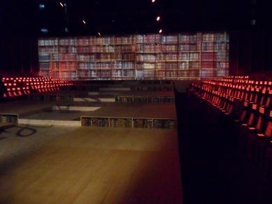 Vista da passarela estante de livros