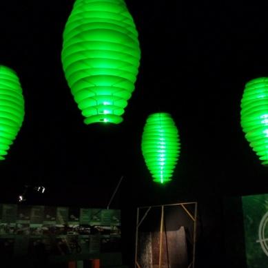detalhe das luminárias na cine Tenda