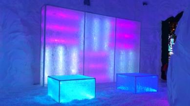 detalhe dos cubos de gelo feitos de resina