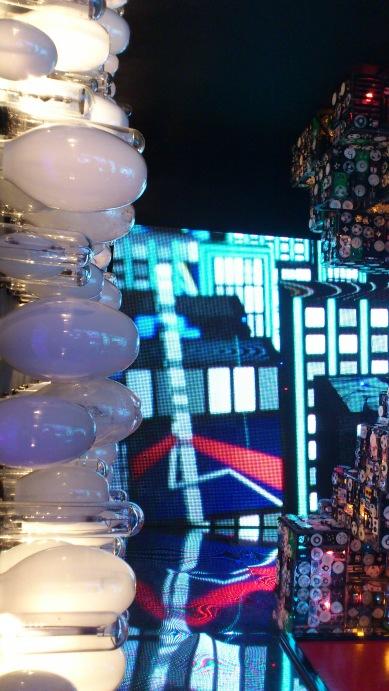 ambiente daq metrópole - painel feito com lampadas